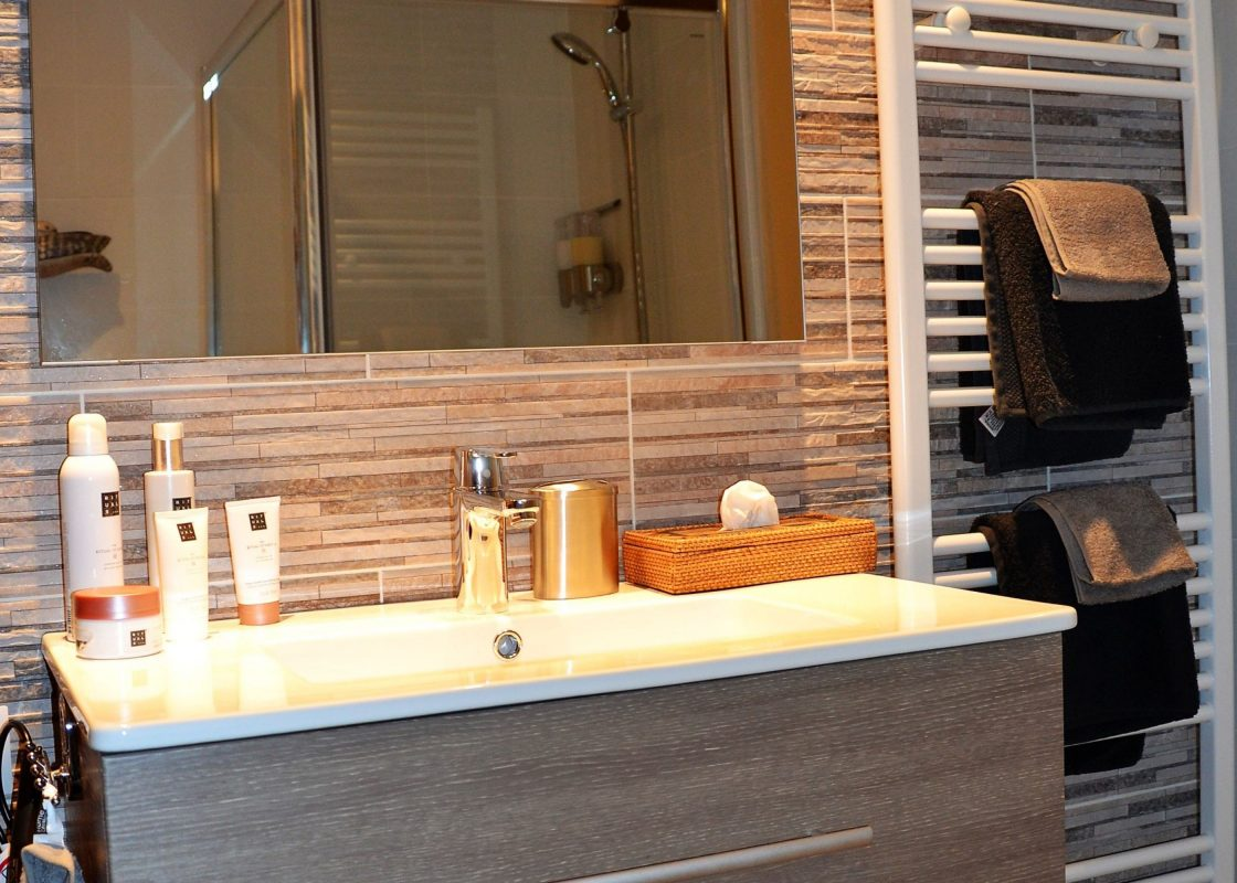 Moderne badkamer met privé sauna - Bed & Breakfast Hertenhoef ...